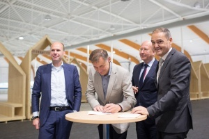 Ondertekening ESCo contract Elfstedenhal